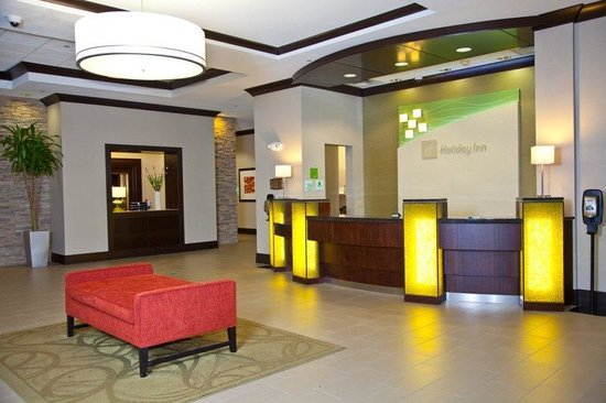 Elgin, IL: Front Desk