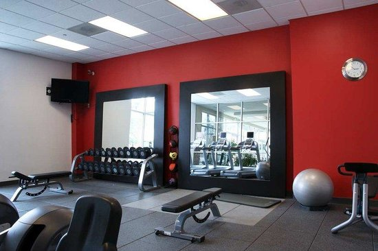 Embassy Suites Airport/Convention Center: Fitness Center 2