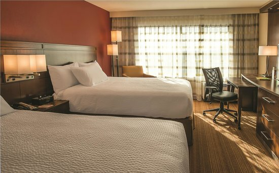 Courtyard by Marriott Los Angeles Woodland Hills: Double Queen Guest Room
