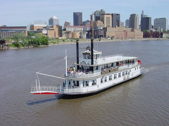 Crowne Plaza Hotel St Paul - Riverfront: Downtown St. Paul Hotel - Mississippi Paddleboats
