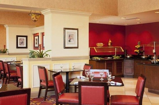 DoubleTree by Hilton Savannah Historic District: John Ryan's Bistro
