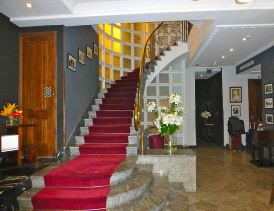 Hotel &amp; Spa Le Doge - Relais &amp; Chateaux: Hotel Lobby Staircase