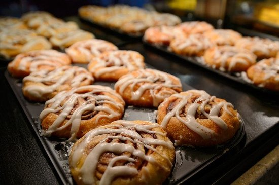 Holiday Inn Express Sea World: Melt in your mouth Cinnamon Rolls....hot and fresh every morning!