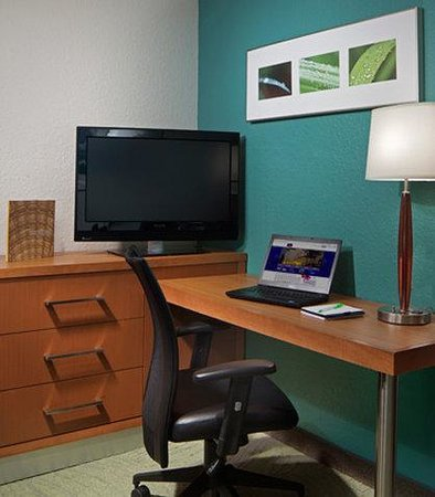 SpringHill Suites Boca Raton: Suite Desk Area