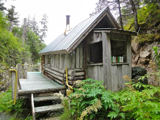 Alaska's Sadie Cove Wilderness Lodge: The sauna/shower room