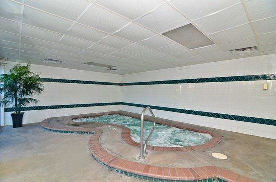 BEST WESTERN PLUS Abbey Inn: Hot Tub