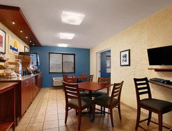 Days Inn Denton: Breakfast Area