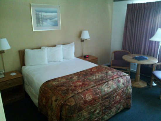 Americas Best Value Inn - Casino Center Lake Tahoe: One Queen Bed Standard/Non Smoking