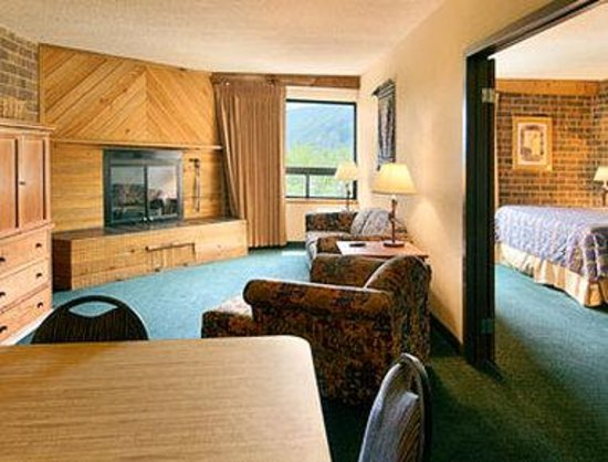 Ramada Inn and Suites Glenwood Springs: Suite