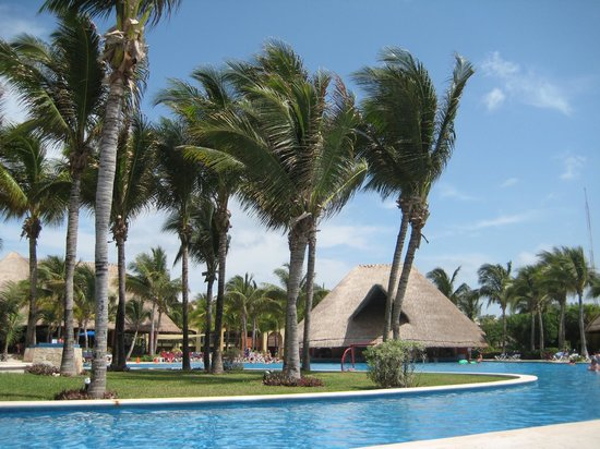 Barcelo Maya Tropical: by the pool
