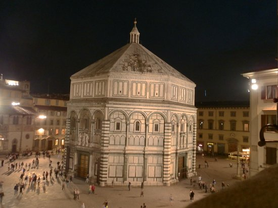 Granduomo Charming Accomodation: View of Baptistery from our room