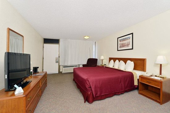 BEST WESTERN Mezona Inn: Mobility Accessible Pet Friendly King Guest Room