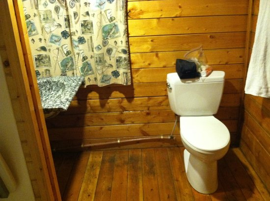 West Omaha KOA: bathroom (bring your own towel)