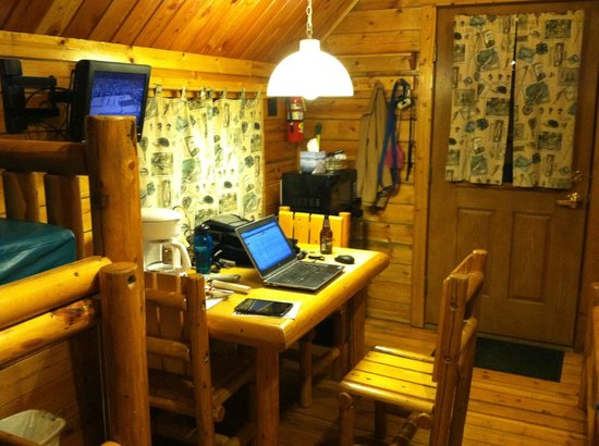 West Omaha KOA: dining area