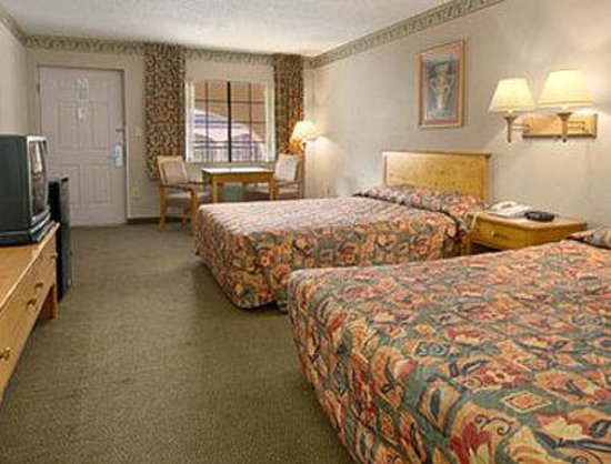 Days Inn &amp; Suites Starkville: Standard Two Double Bed Room