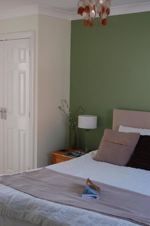 Abergavenny, UK: Our room! Really nicely furnished, modern and clean.