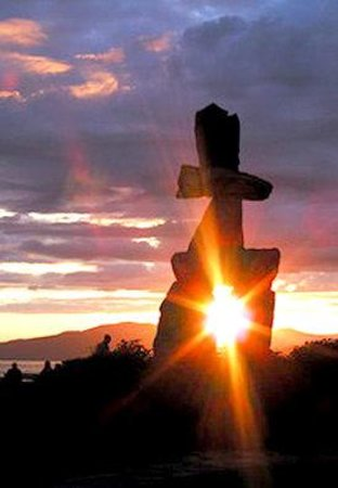 BEST WESTERN PLUS Sands: Sunset over English Bay and the Inukshuk