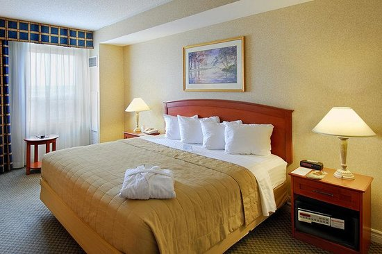 ‪‪Holiday Inn & Suites Ottawa Kanata‬: Executive King Room‬