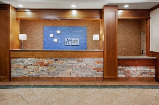 Holiday Inn Express Coralville: Our front desk staff is ready to serve you!
