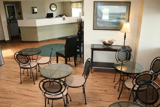 Comfort Inn - Yarmouth: Front Reception