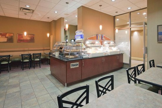 Holiday Inn Express Toronto Downtown : Choose from a variety of Hot and Cold items