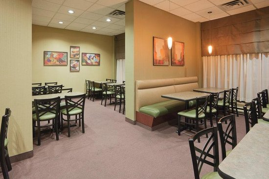 Holiday Inn Express Toronto Downtown: Sit a spell and enjoy your breakfast