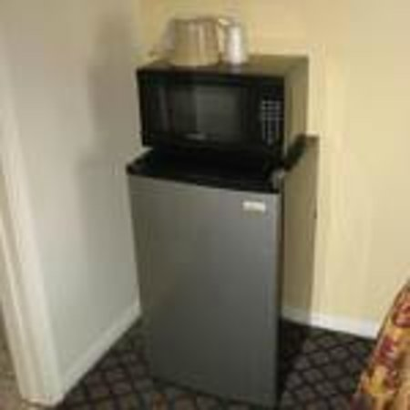 Tower Motel Long Beach: Microwave w/Fridge