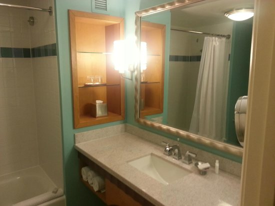 Renaissance Curacao Resort &amp; Casino: Bathroom