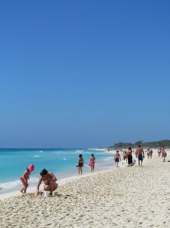 Sandos Playacar Beach Resort & Spa: long beach great for walking
