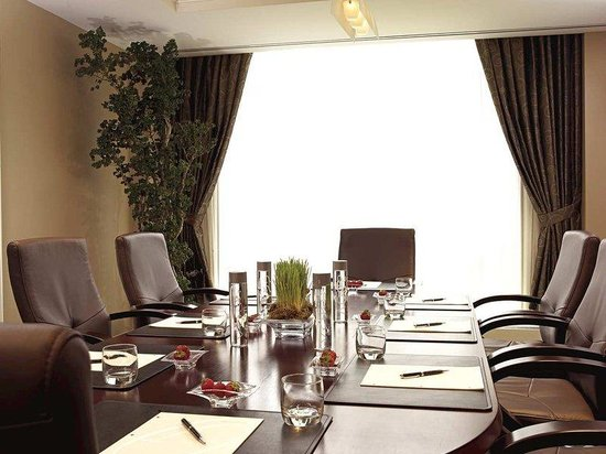 Evanston, IL: Executive Boardroom