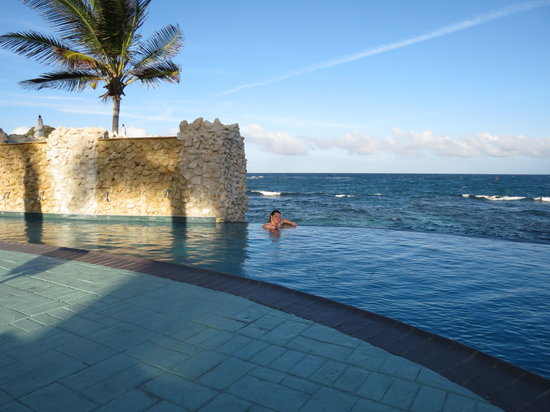 Oyster Bay Beach Resort: The awesome pool