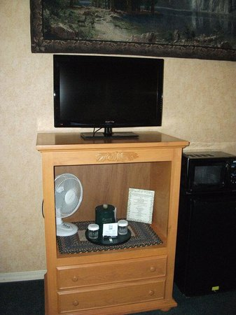 Pepper Tree Inn: Flat Screen