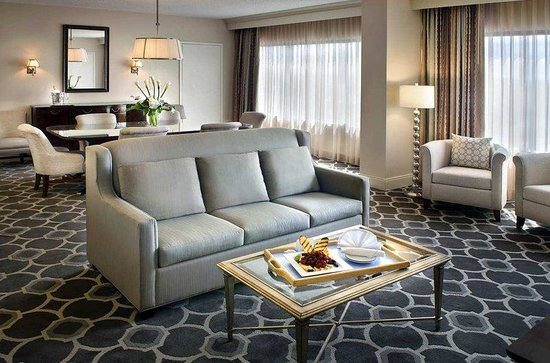 Hilton Greenville : Parlor Suite