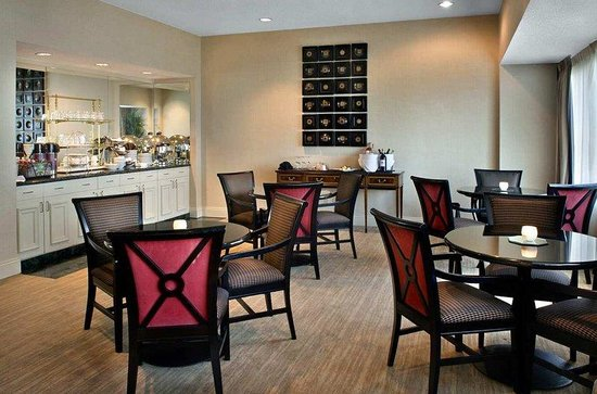Hilton Greenville: VIP Lounge