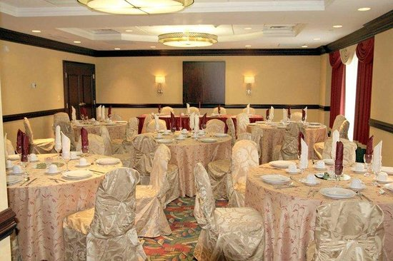Hampton Inn &amp; Suites Toronto Airport: Banquet Room