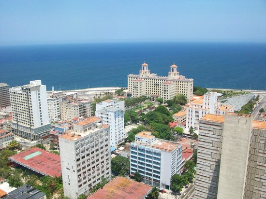 Tryp Habana Libre: The view from the top, flimsy balcony, 24th floor