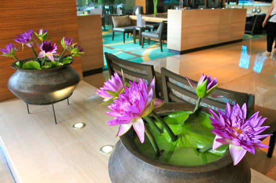 Anantara Bangkok Sathorn: Lobby