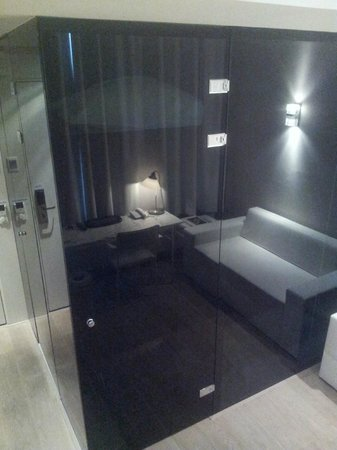 Hotel Arena: Deluxe room / The bathroom is encased in black perspex.