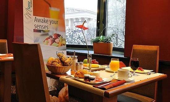 Mercure Budapest Korona: Delicious buffet breakfast
