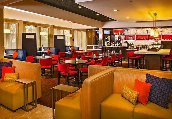 Courtyard by Marriott Manassas Battlefield Park: Bistro Seating