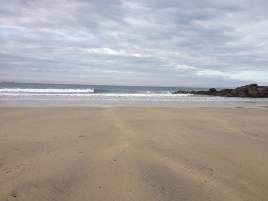 Mullion, UK: Polurrian cove beach
