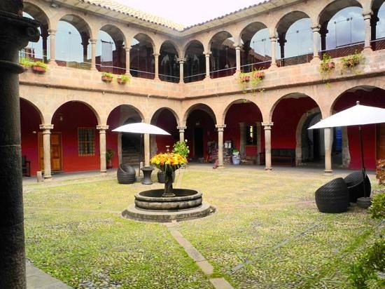 Hotel Costa del Sol Ramada Cusco: Court yard of hotel