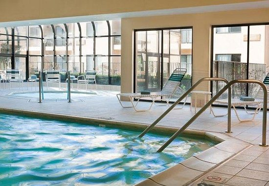 Courtyard Milwaukee Brookfield: Indoor Pool & Whirlpool