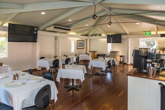Lovedale, Australia: Inside dining area and bar
