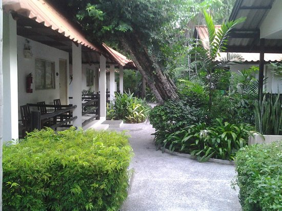 Sunshine Garden Resort: Cottage with a wonderfully landscaped surrounding