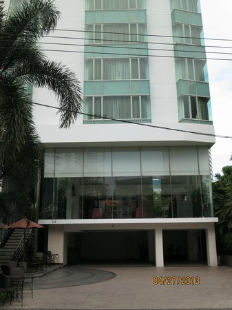 SilQ Bangkok: SILQ driveway