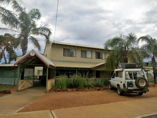 Kalbarri, Australia: The YHA from the front