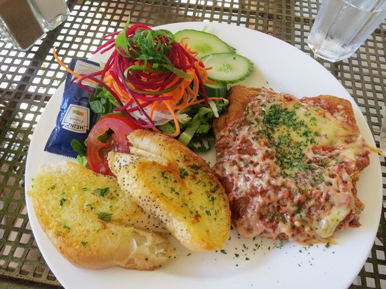 Kalbarri, Australia: Chicken Parma