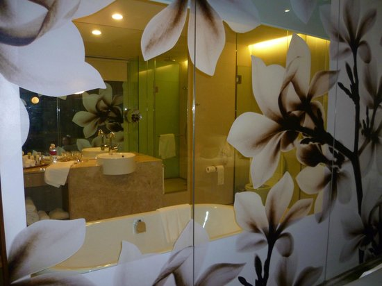 Crowne Plaza Changi Airport Hotel: Bathroom