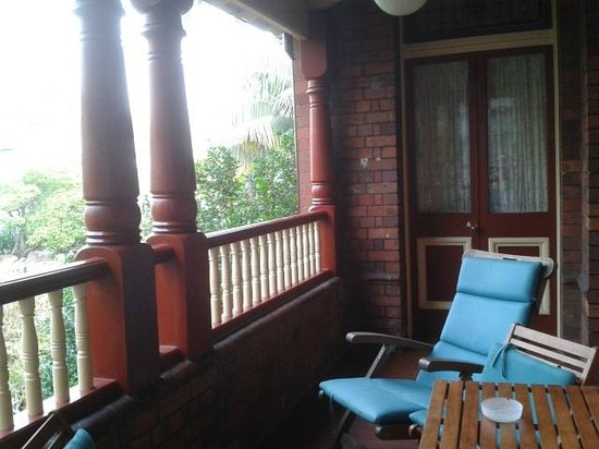 Simpsons of Potts Point Hotel: Front room terrace